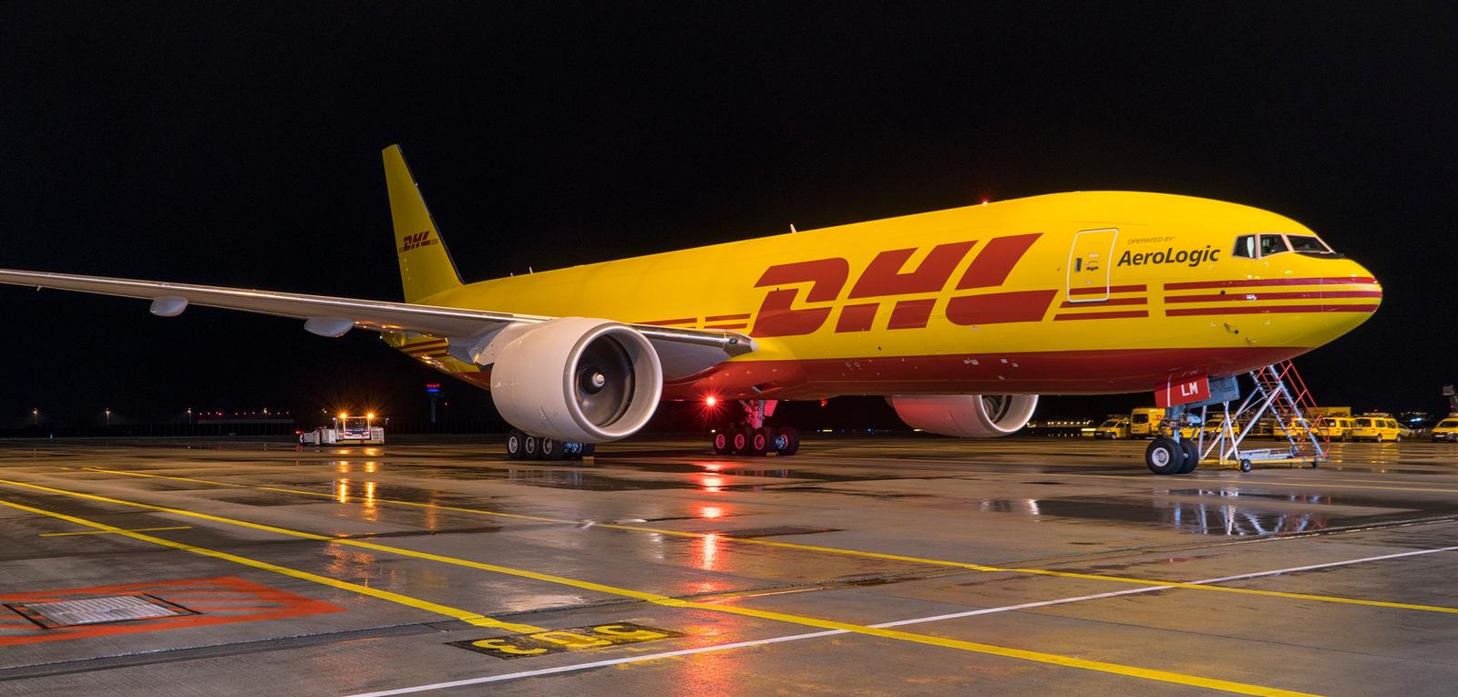 DHL är ett av de fraktbolag som Shiplink samarbetar med. Det är enkelt att skicka paket med DHL genom vår frakttjänst. Du får ett fast pris på din försändelse. Vi sköter allt det praktiska så att du får tid över till annat!