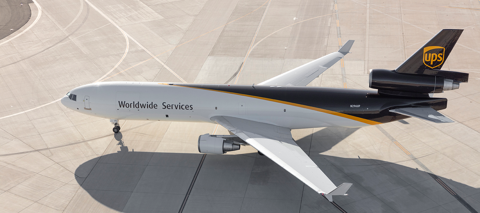 UPS is one of several transport companies that Shiplink has as a partner. You can easily send packages and other shipments with UPS using Shiplink. With the help of our price calculator, you always get a fixed price for your package. We book the shipping with UPS and take care of all the practicalities.